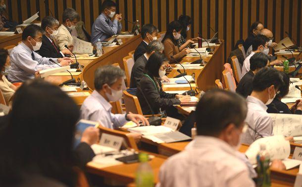写真・図版 : 2020年10月1日に開かれた日本学術会議の総会=東京都港区