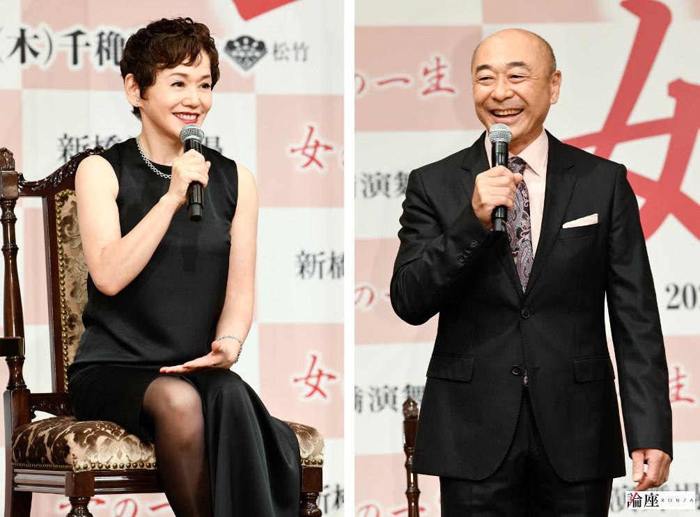 写真・図版 : 大竹しのぶ(左)、高橋克実