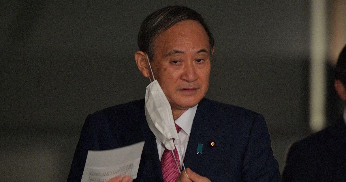 写真・図版 : 記者会見に臨む菅義偉首相=2020年10月16日午後6時4分、首相官邸