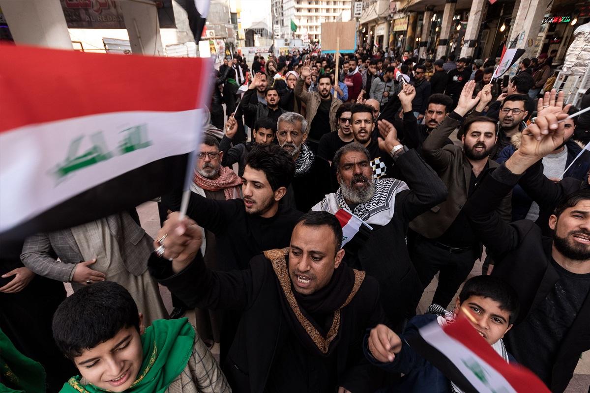 写真・図版 : イラクのナジャフでおこなわれた反政府デモ=2020年1月29日 Sajjad Harsh/Shutterstock.com