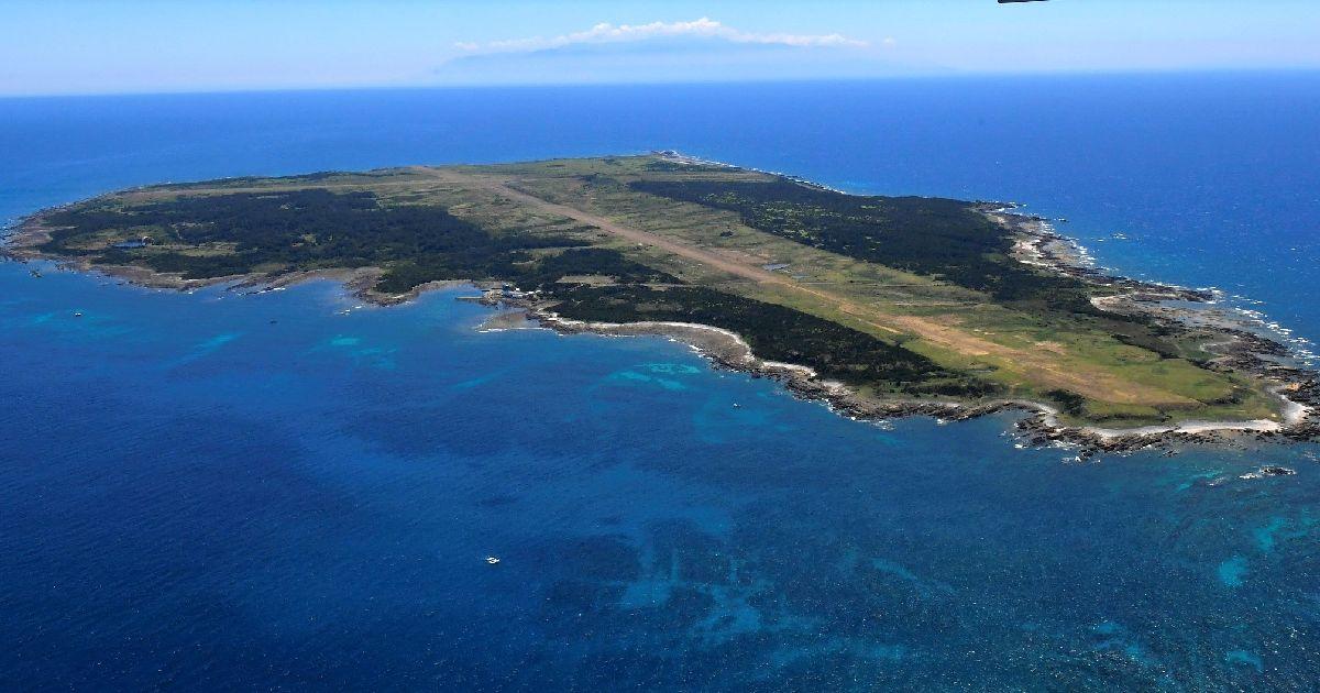 写真・図版 : 無人島の馬毛島=2020年8月16日、鹿児島県西之表市、全日写連・二宮忠信さん撮影