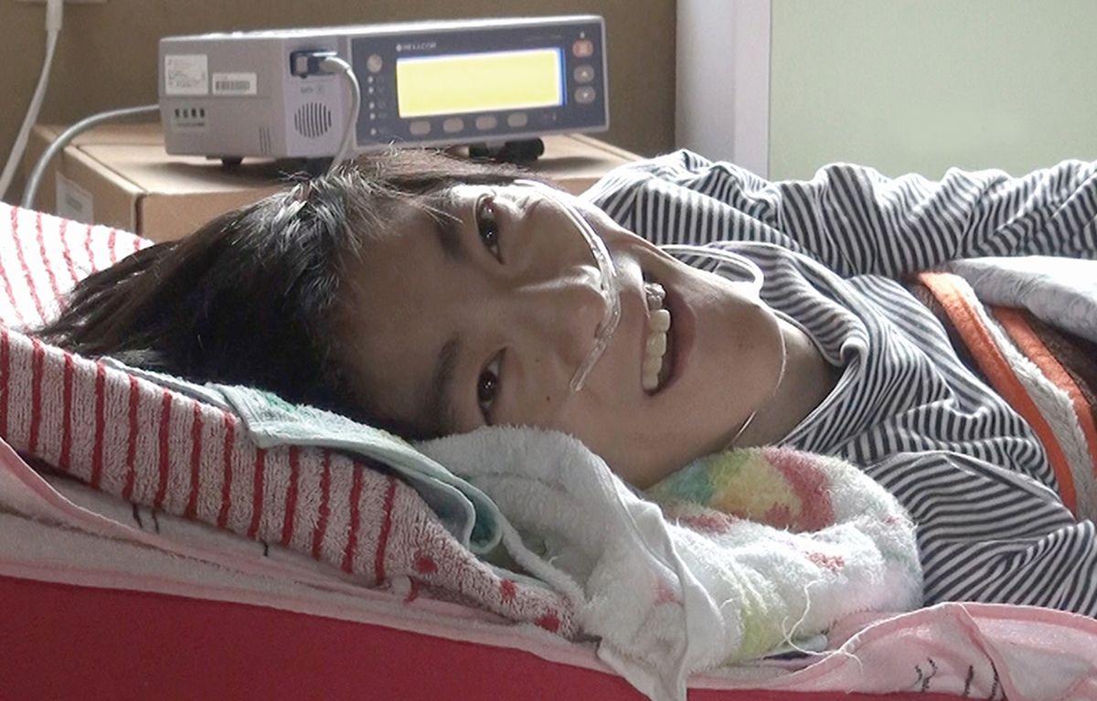 向島育雄さん。母の宮子さんが病に倒れ、在宅生活の場を失った育雄さんをどう支えるかが、映画の主題のひとつとなる