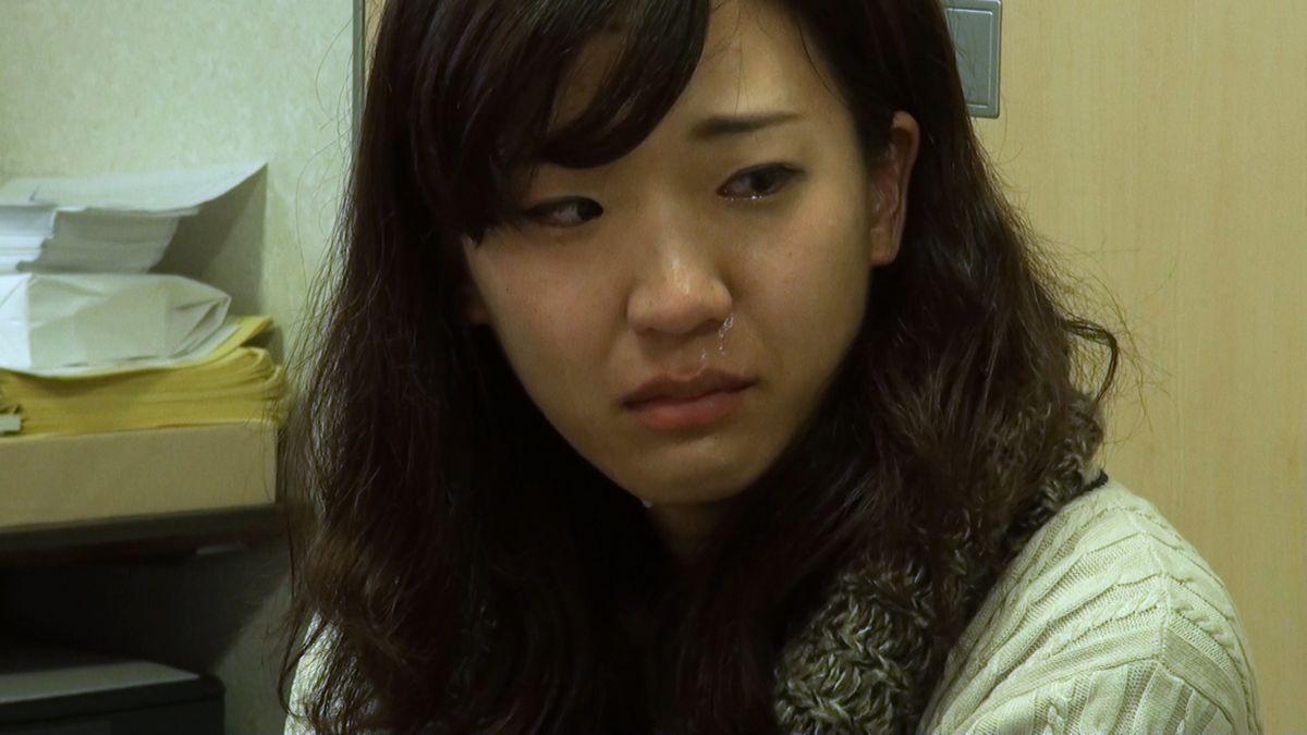 写真・図版 : 重度障害の沖茉里子さんの姉・侑香里さんが「前向きに考えているように聞こえない」といって泣きながら思いを伝えるシーン