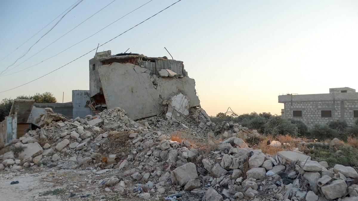 写真・図版 : ロシア軍の空爆で破壊された住宅=2019年9月、シリア北西部のイドリブ MuscleMan29/Shutterstock.com