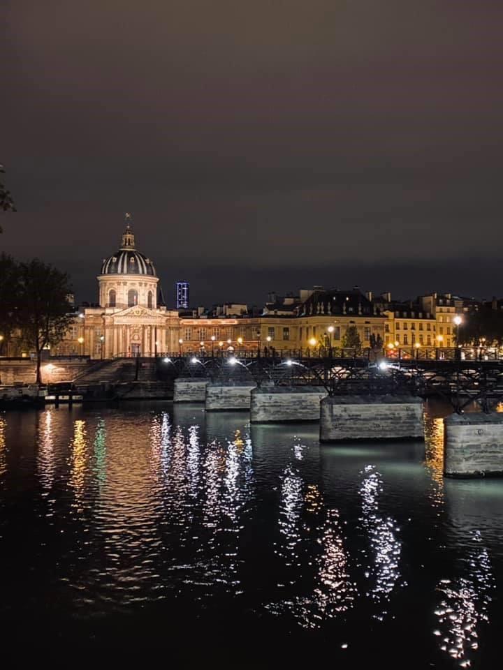 写真・図版 : パリの夜=2020年10月13日、 金塚彩乃撮影