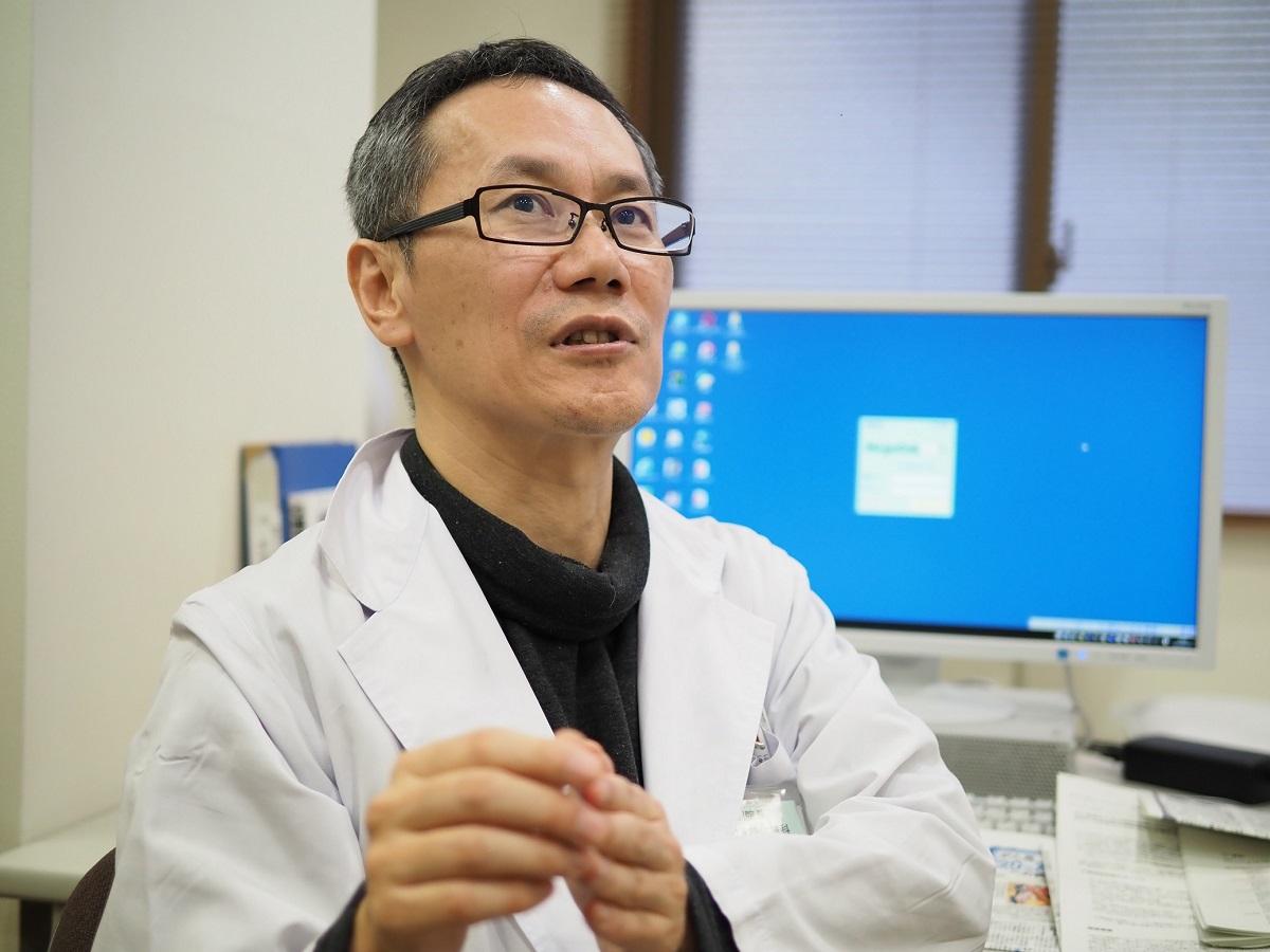 写真・図版 : 一般病棟や腫瘍センターでがん患者の緩和を行っている森田医師=2019年2月、聖隷三方原病院で