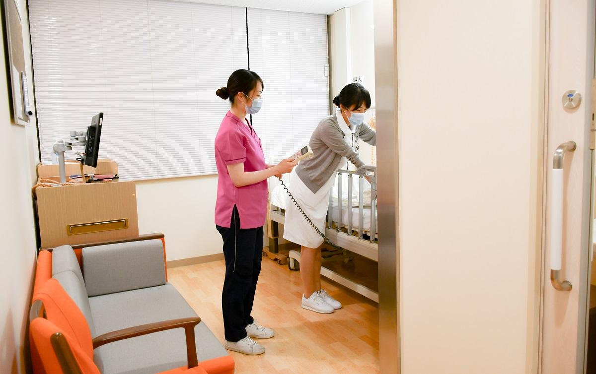 写真・図版 : 東京医科歯科大学病院の緩和ケア病棟=2020年10月、東京医科歯科大学病院提供