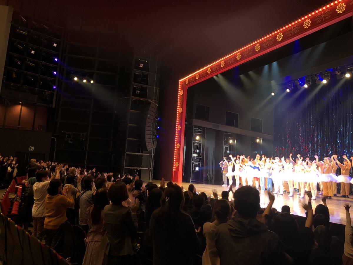 写真・図版 : 東京公演千秋楽のカーテンコール