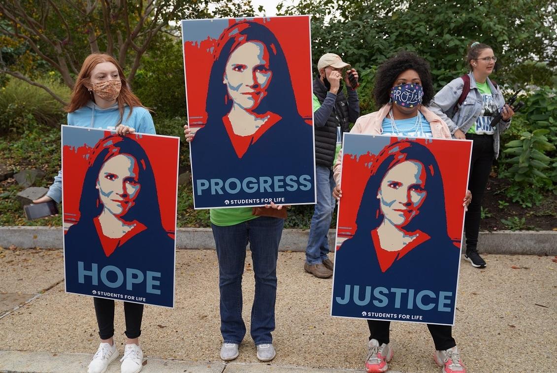 写真・図版 : エイミー・コニー・バレット氏の連邦最高裁判事就任は、アメリカ社会の「希望」「進歩」「正義」の象徴になるのか Phil Pasquini/Shutterstock.com