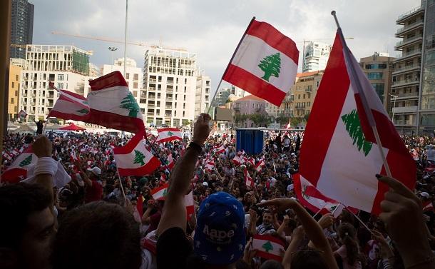 大爆発後のレバノンは新たな感染拡大と政治危機に
