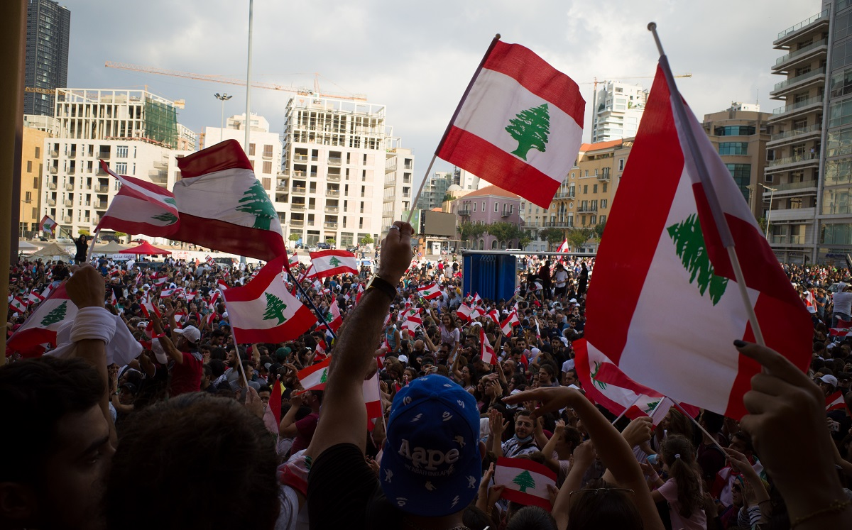 写真・図版 : レバノンのベイルートでおこなわれた反政府デモ=2019年10月 P.jowdy/Shutterstock.com