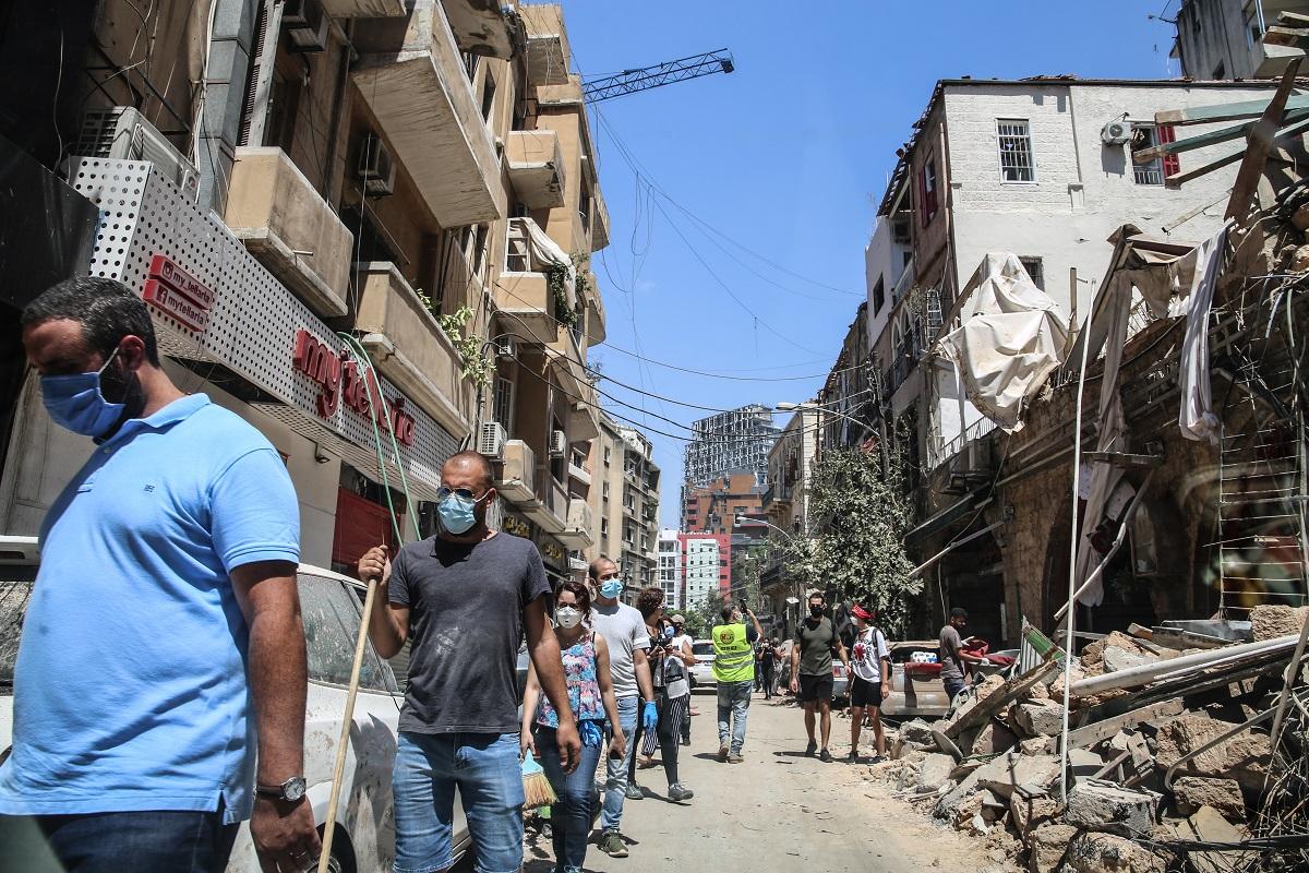 写真・図版 : 大爆発翌日のベイルート市街=2020年8月5日 Hiba Al Kallas/Shutterstock.com