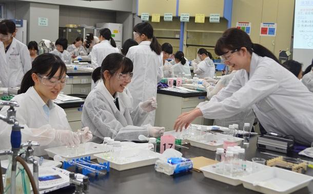 理系の男女格差が縮まらない日本の問題点