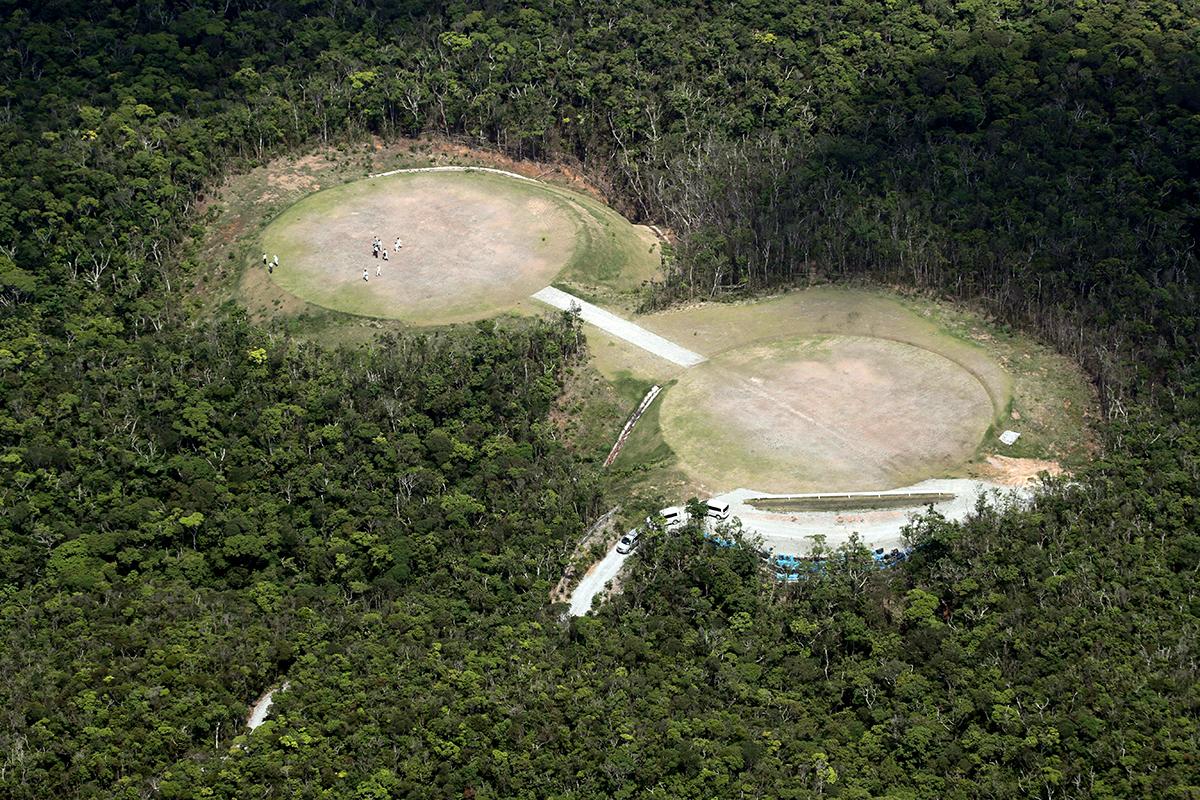 写真・図版 : 米軍北部訓練場のヘリコプター着陸帯=2018年4月19日、沖縄県国頭村、堀英治撮影