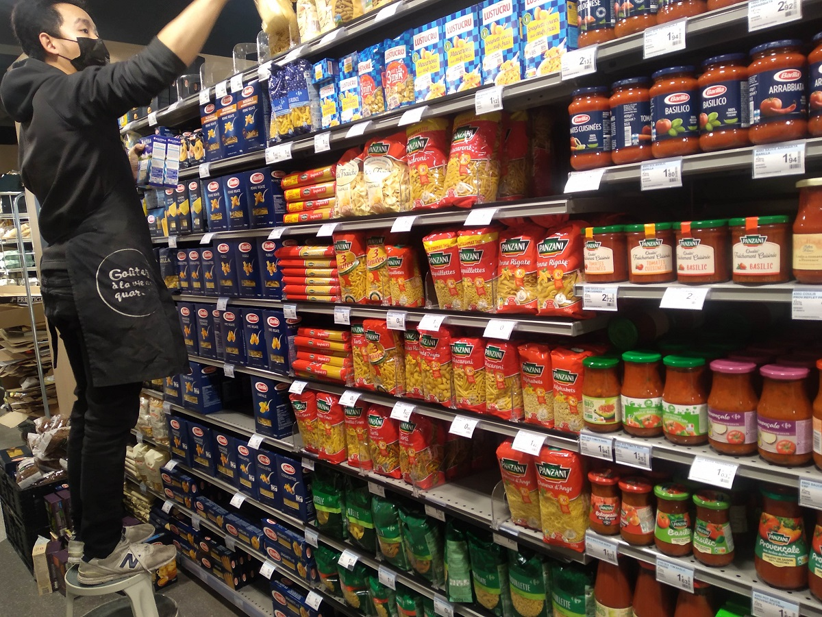 パリのスーパー。前回のロックダウンと異なり、パスタの在庫もたくさん残っていた