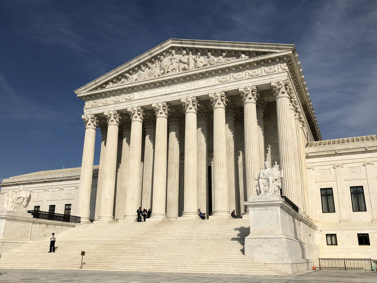 写真・図版 : しばしば政治の最終決着の場所となる連邦最高裁判所=2019年3月15日、鵜飼啓撮影