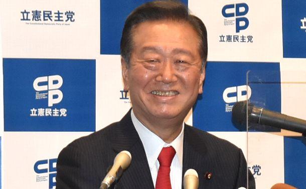 写真・図版 : 記者会見で次期衆院選に関する質問に答える小沢一郎氏=2020年10月11日、盛岡市