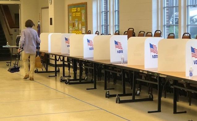 写真・図版 : ウォレントンの投票所=撮影・筆者