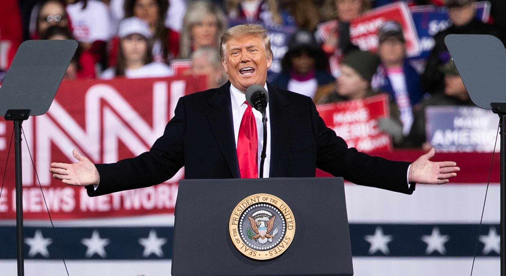 ジョージア州の選挙集会で演説するトランプ大統領=2020年12月5日、ジョージア州バルドスタ 撮影・ランハム裕子