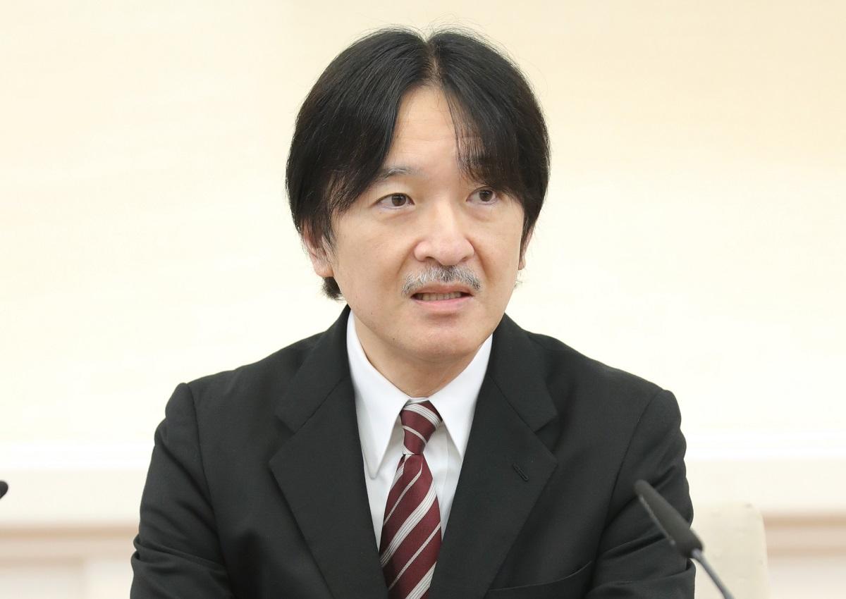 55歳の誕生日を前に記者会見する秋篠宮さま=2020年11月20日、東京・元赤坂の赤坂東邸、代表撮影