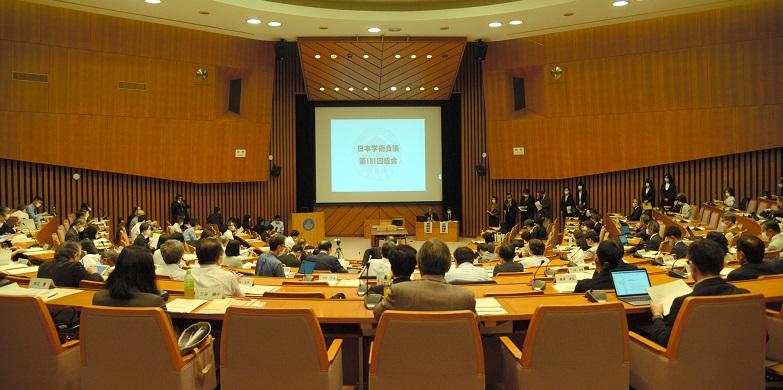 写真・図版 : 日本学術会議の総会=2020年10月1日、東京都港区、鎌田悠撮影
