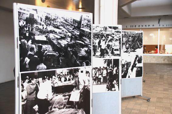 写真・図版 : 車両とともに、当時の写真も展示されていた。