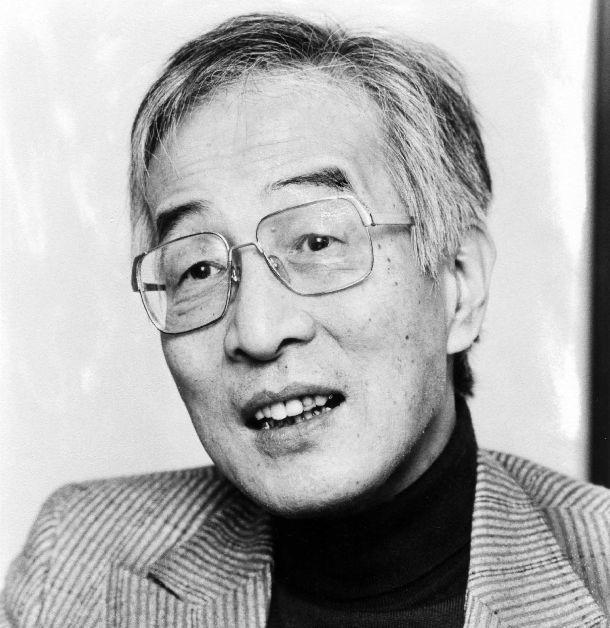 写真・図版 : 評論家で山本書店店長の山本七平=1982年12月8日