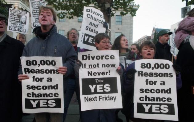 [50.28%×49.72%]という僅差で離婚の合法化が決まったアイルランドの国民投票(1995年11月24日実施)。写真は離婚合法化「賛成派」のキャンペーン。Eamonn Farrell撮影