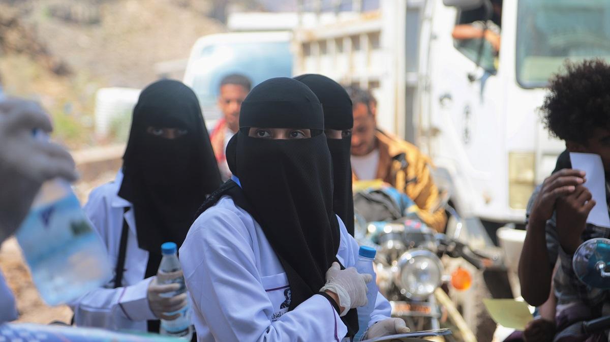 イエメン南西部の都市タイズを訪れる人たちへの医療検査場で=2020年2月 anasalhajj /Shutterstock.com