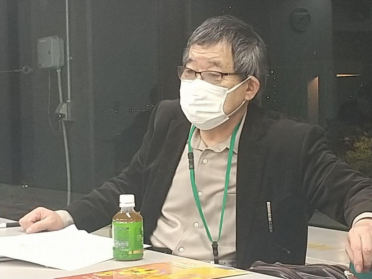 写真・図版 : 取材班と話す波多野澄雄・筑波大名誉教授=2020年12月、東京都内。藤田撮影
