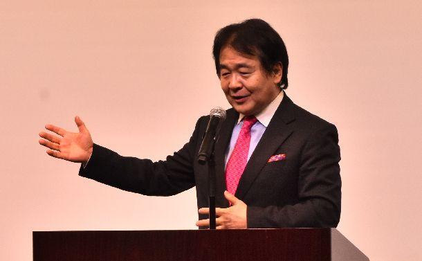 写真・図版 : パソナの内定式で講演した竹中平蔵氏=2020年10月1日、兵庫県淡路市
