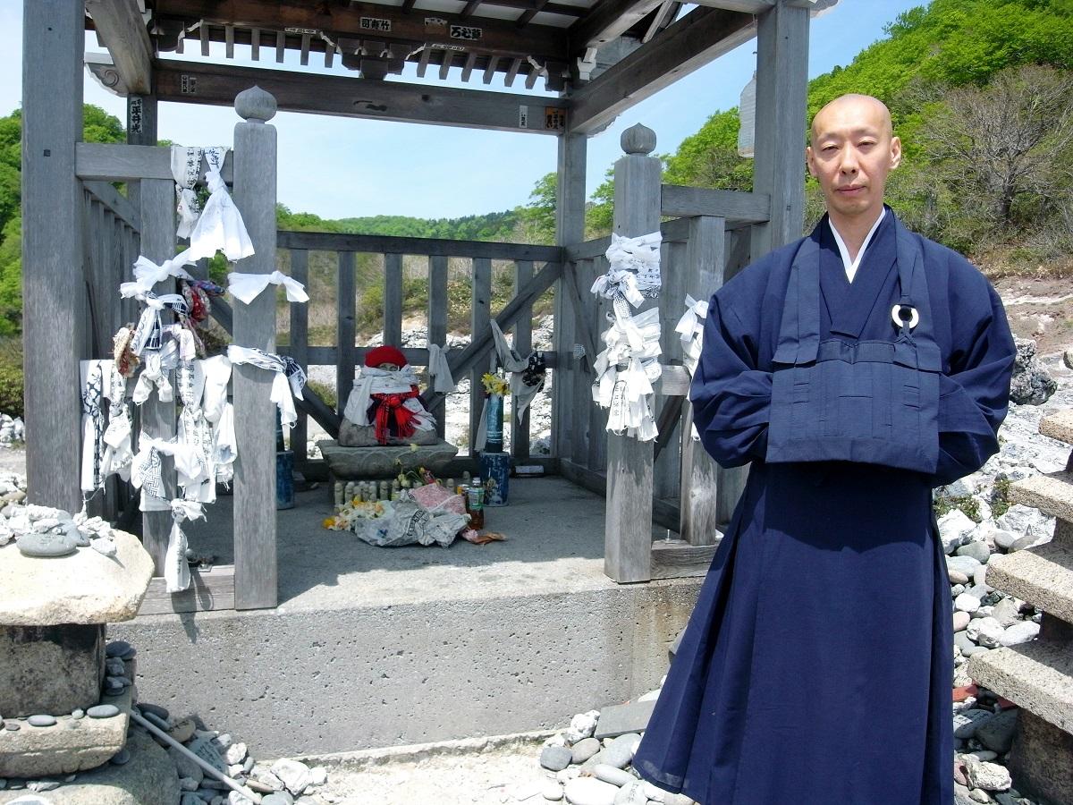 僧侶・南直哉さん=2012年5月、青森県むつ市の恐山菩提寺で
