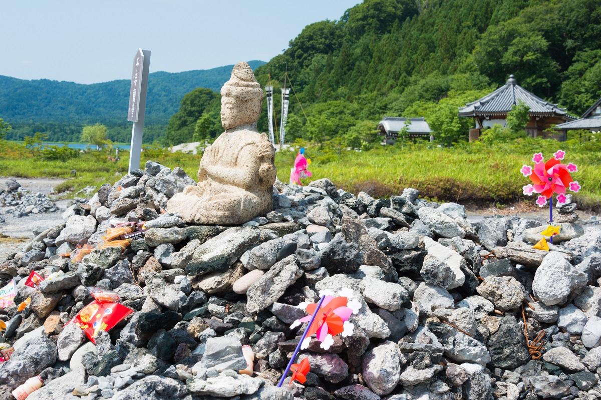 写真・図版 : 恐山菩提寺 beibaoke/Shutterstock.com