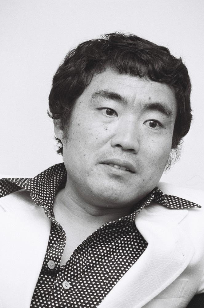 写真・図版 : 阿久悠(1977年)