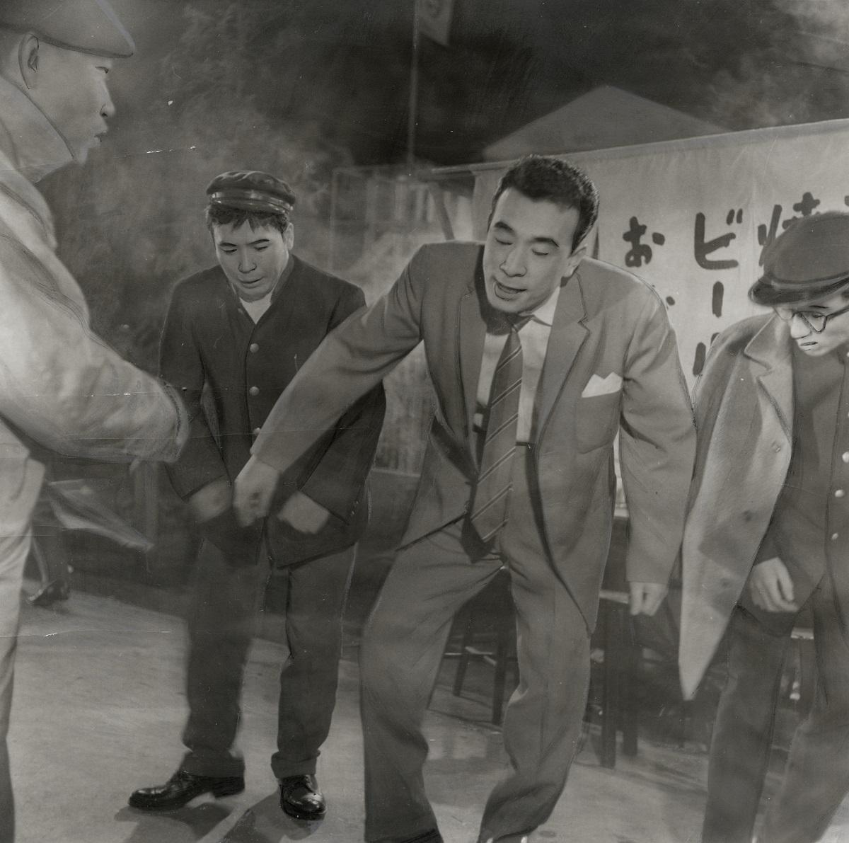 写真・図版 : 植木等が出演した映画「大当り三代記」の撮影風景(1961年)
