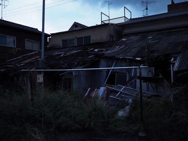 写真・図版 : 変わりゆくウトロ地区の中に残る、かつての「飯場」跡(安田菜津紀撮影)