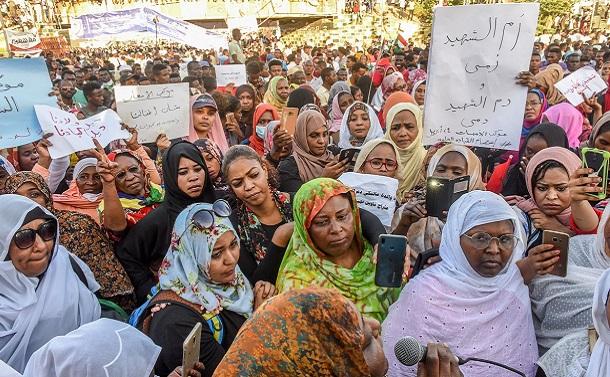 民主化途上のスーダン暫定政権にコロナが追い打ち