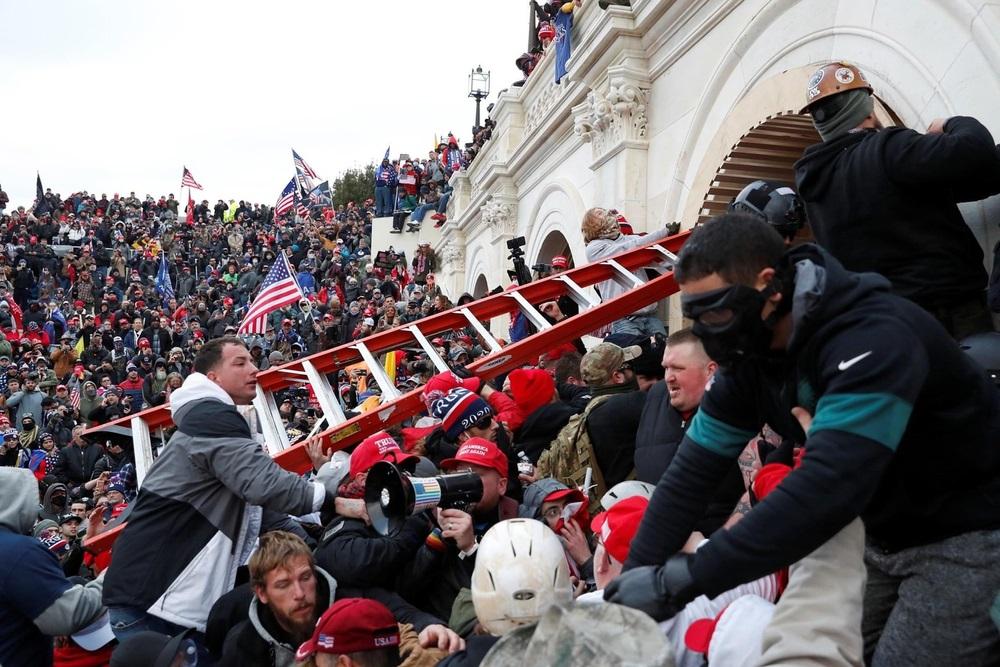 写真・図版 : トランプ支持者らによる議会襲撃事件 archna nautiyal / Shutterstock.com