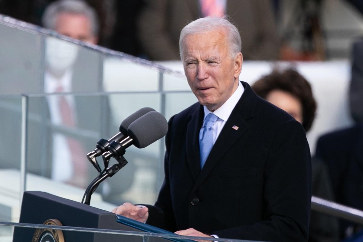 写真・図版 : 大統領就任式で演説するバイデン新大統領=2021年1月20日、撮影・ランハム裕子