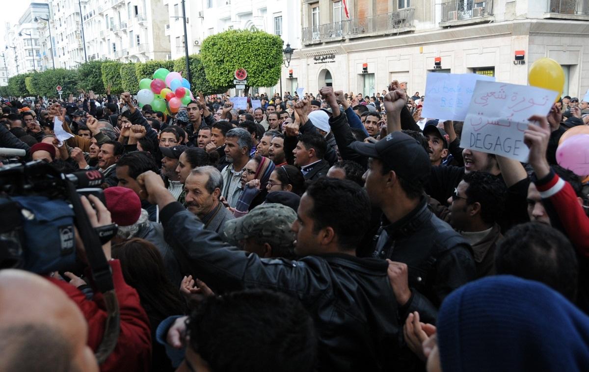 2011年1月の「ジャスミン革命」から10年、チュニジアではまた若者たちのデモが拡大したという=2011年1月21日、チュニス