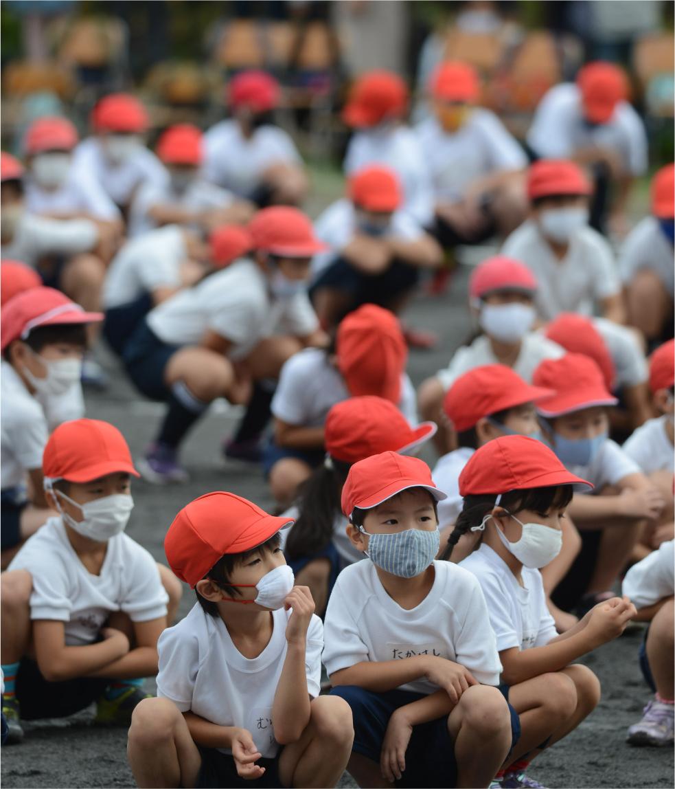 写真・図版 : 新型コロナ禍のなか、全国の学校ではさまざまな工夫をしながら運動会やそれに代わる体育発表会が開かれた=2020年9月27日、横浜市内