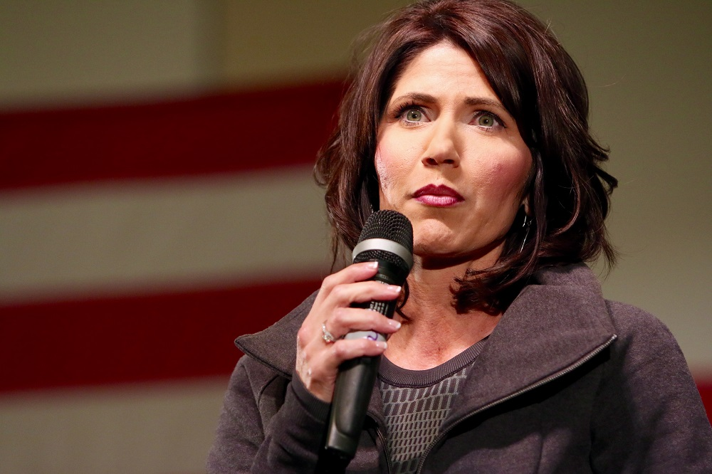 写真・図版 : サウスダコタ州知事のクリスティ・ノーム氏 Rich Koele / Shutterstock.com