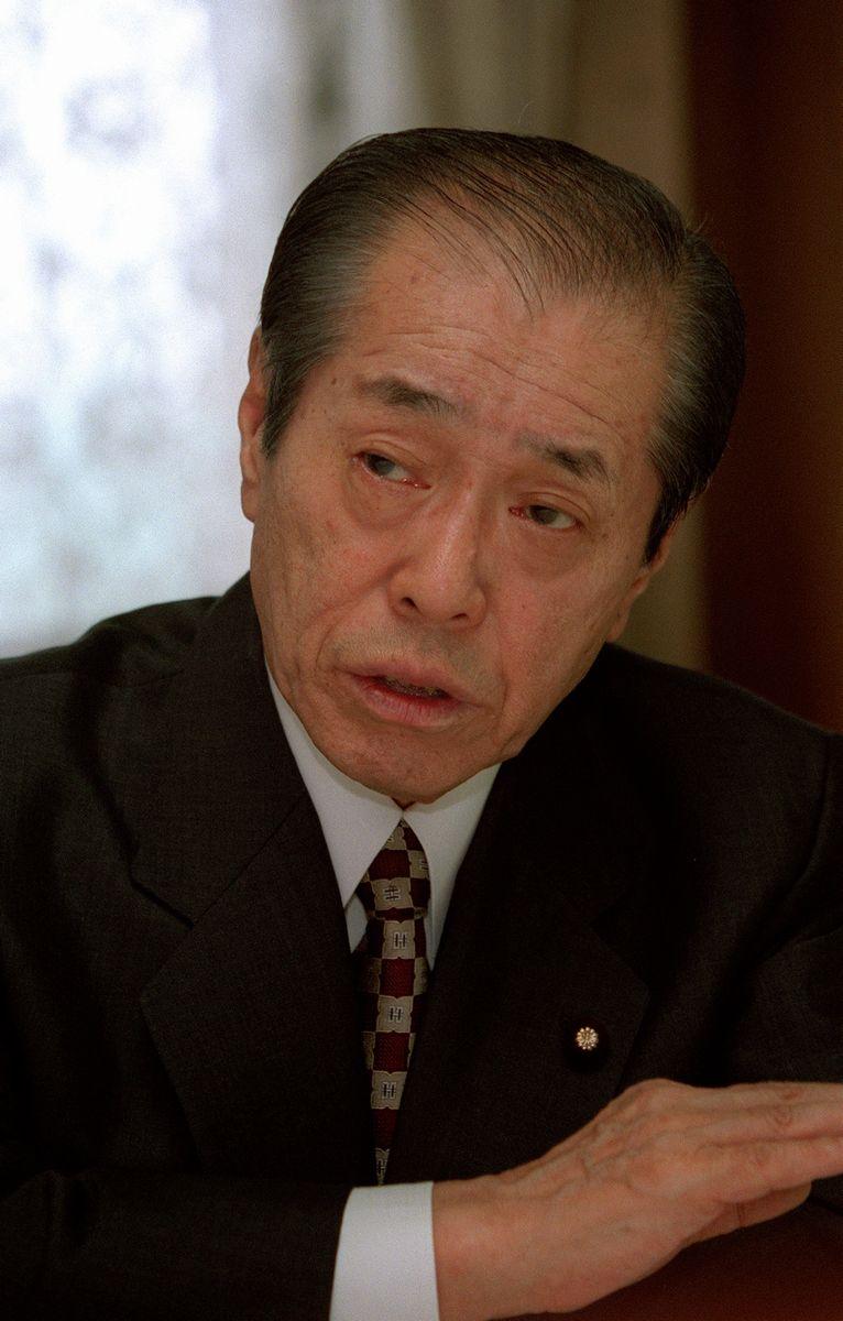 写真・図版 : 野中広務官房長官=1998年。朝日新聞社