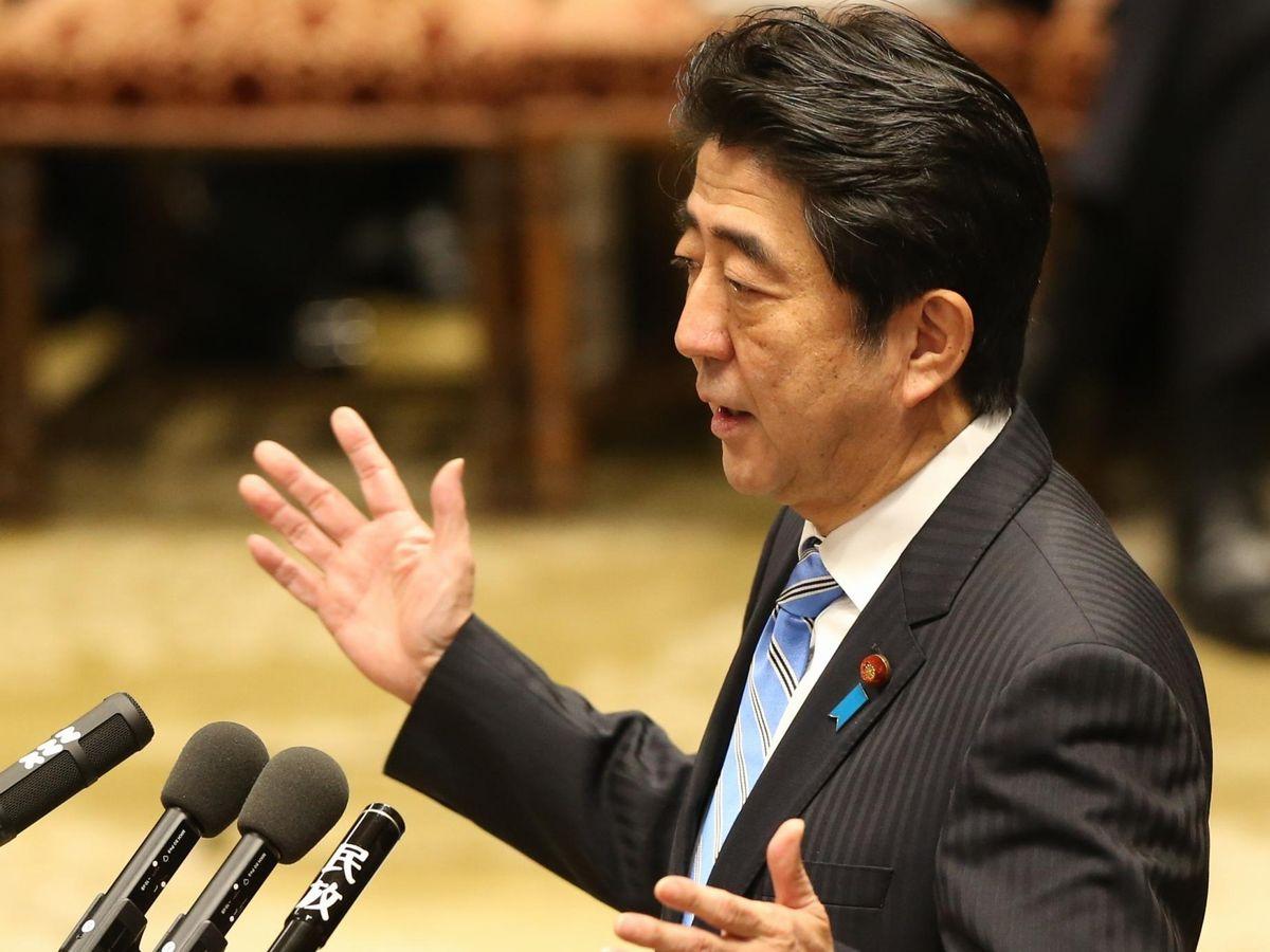 写真・図版 : 2013年に衆院予算委員会で答弁する安倍首相