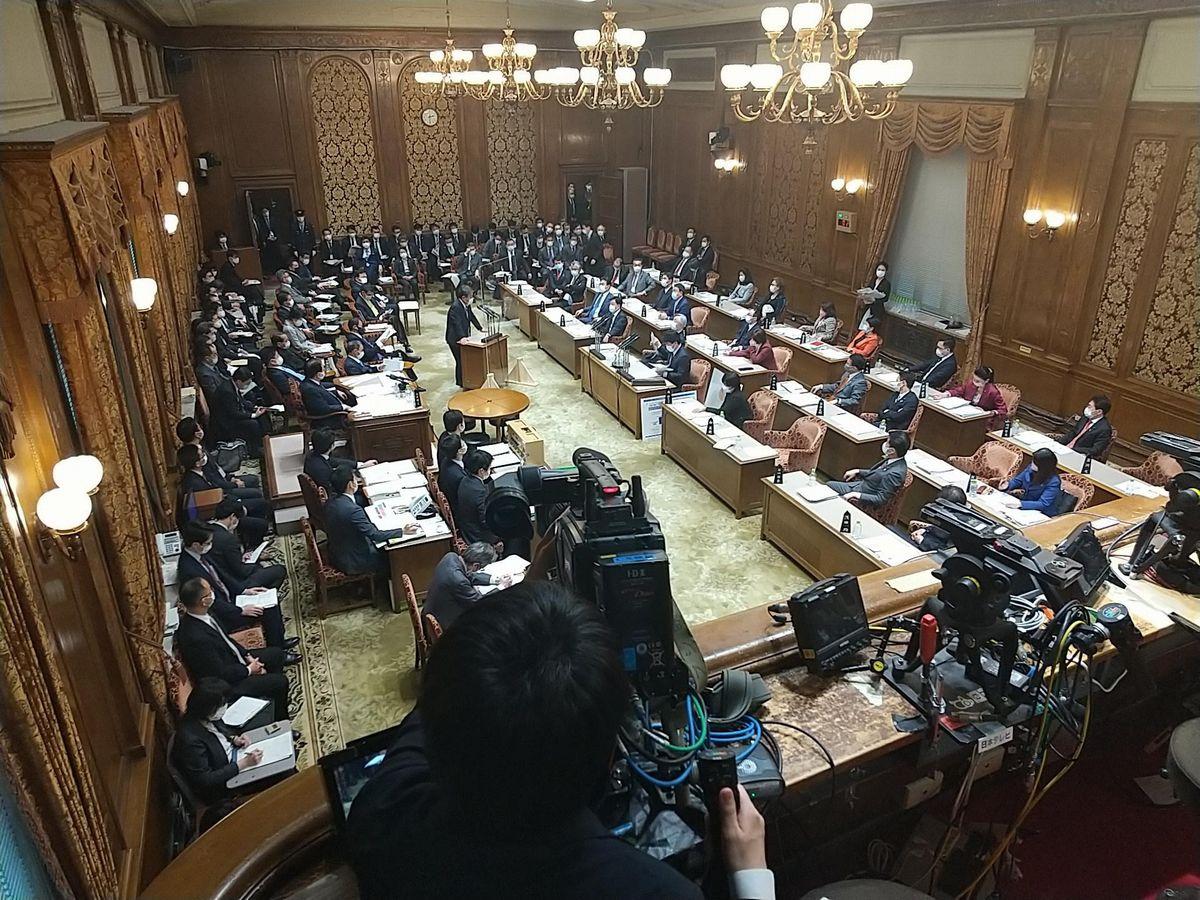 写真・図版 : 参院予算委員会の部屋=2021年。藤田撮影