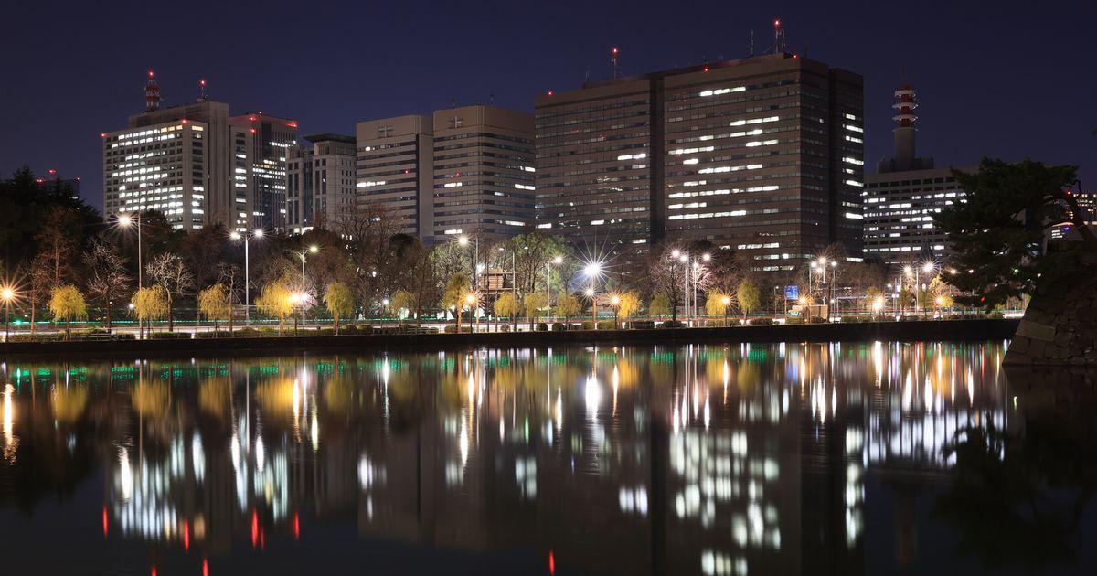 写真・図版 : 東京・霞が関の夜の官庁街=2021年1月。朝日新聞社