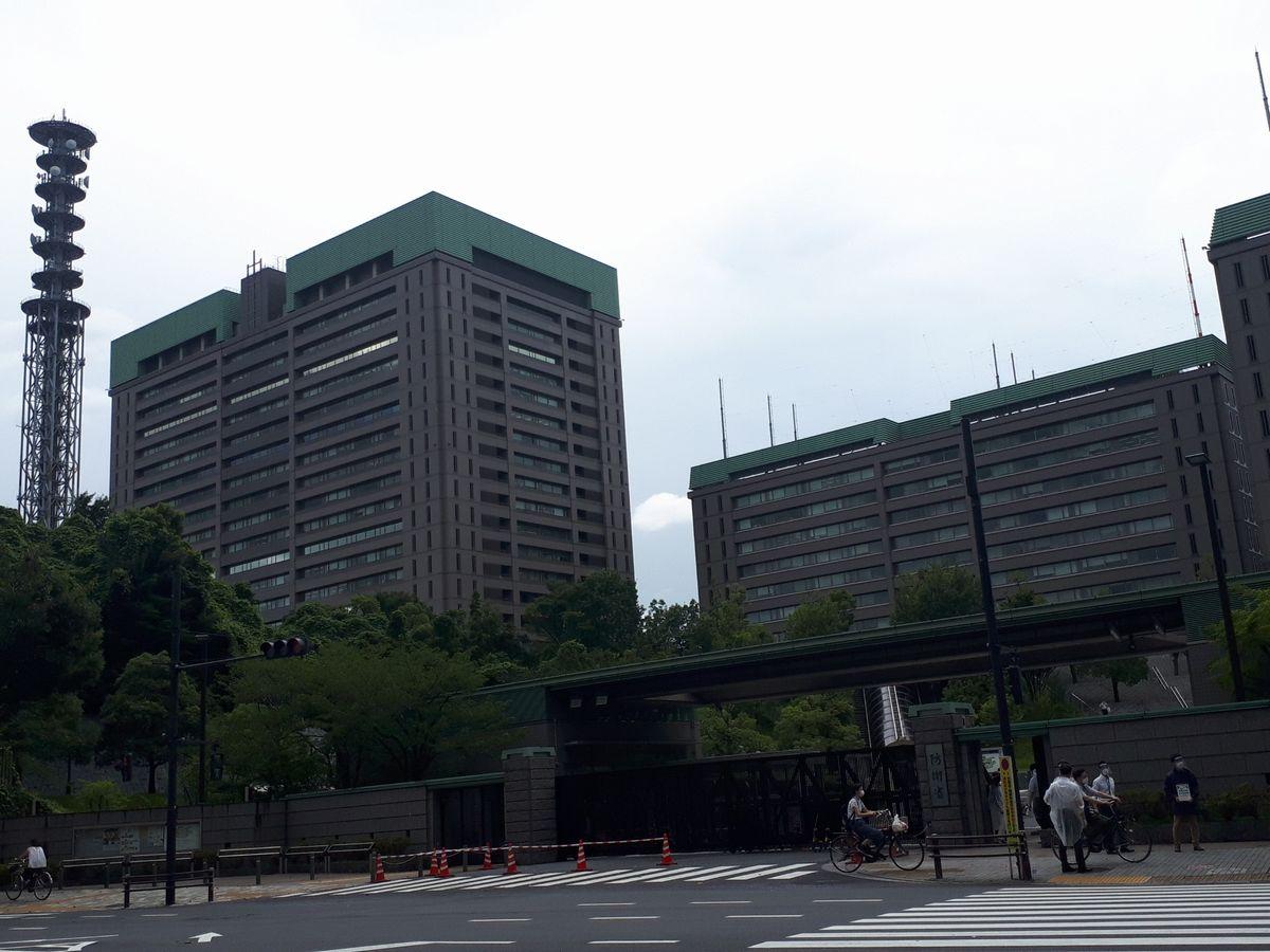 写真・図版 : 東京・市ケ谷の防衛省=2020年。藤田撮影