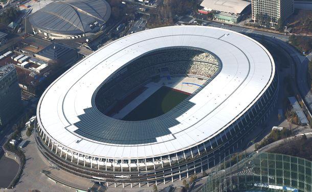 写真・図版 : 東京五輪で開閉会式が開かれる国立競技場=2021年2月2日