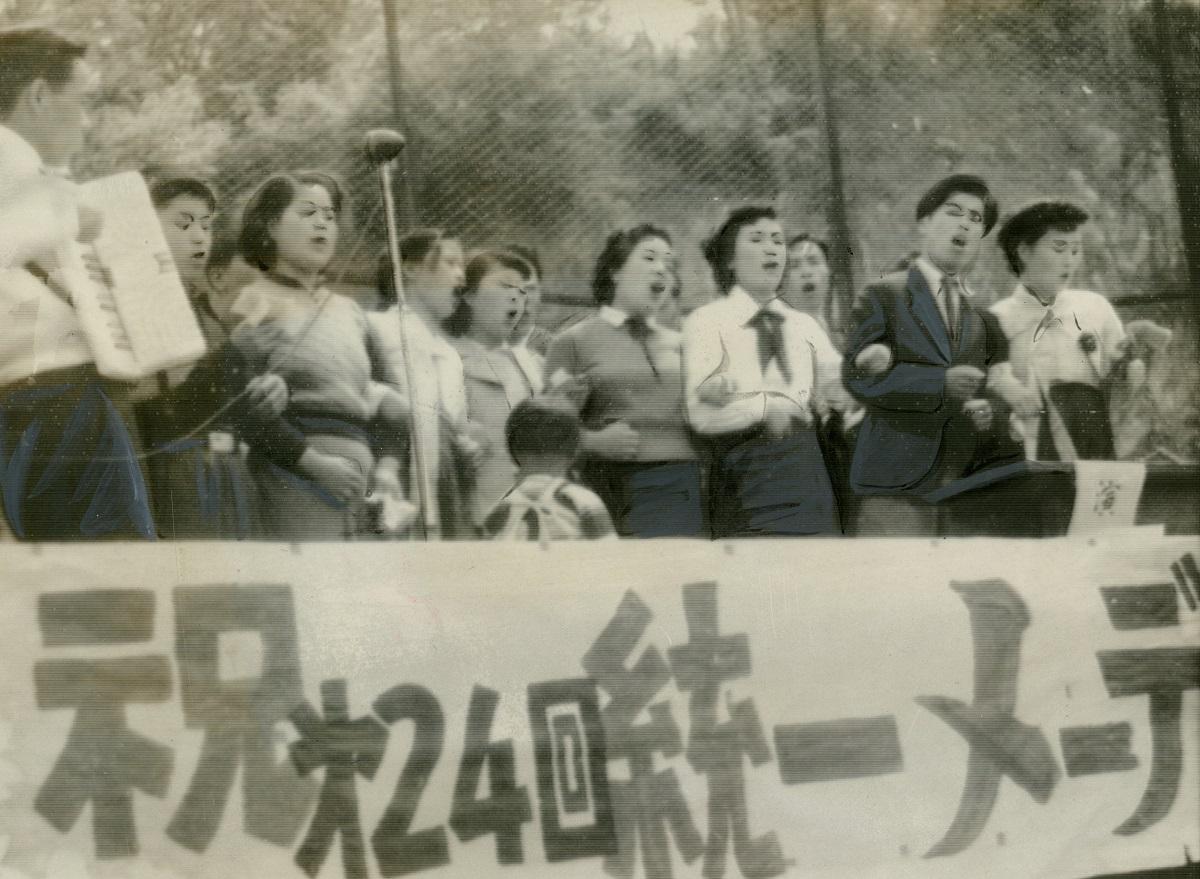 写真・図版 : メーデーの合唱=1953年5月1日