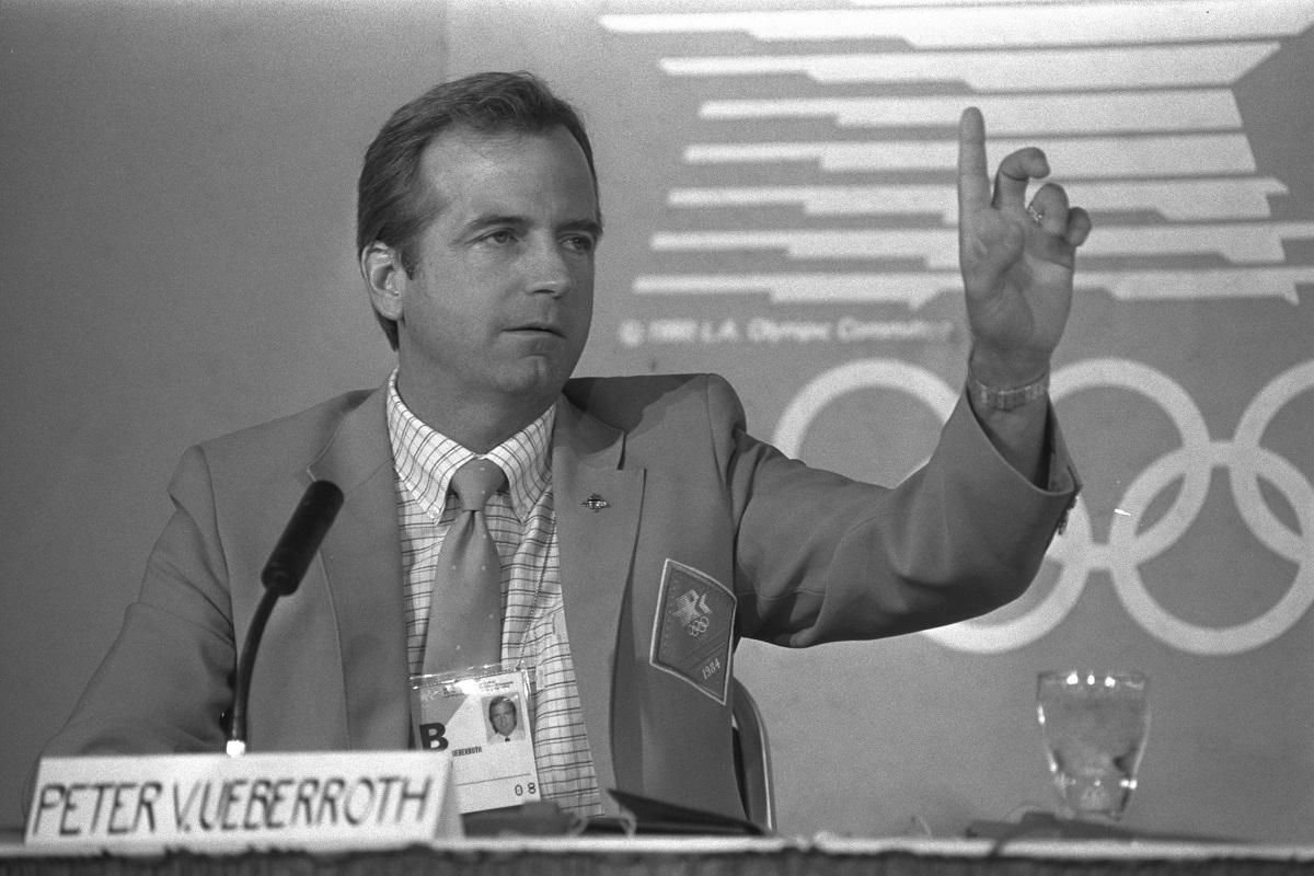 写真・図版 : 第23回ロサンゼルス五輪組織委員長を務めたピーター・ユベロス氏